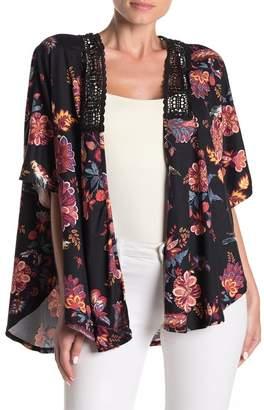 SWEET RAIN Crochet Lace Trim Floral Kimono Top