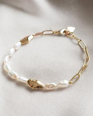 Wanderlust + Co Kindred Pearl Gold Bracelet