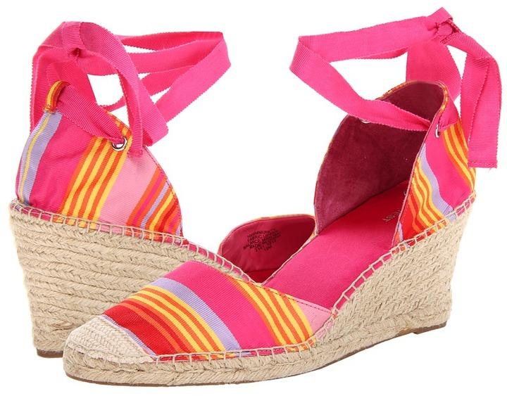 Nine West Immunity (Raspberry/Multi Beach Fabric) - Footwear
