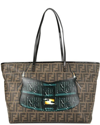 Fendi Pre Owned Mamma Baguette print Zucca pattern shoulder tote bag