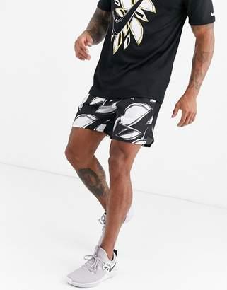 Nike Running Floral Fiesta 7in shorts in monochrome-Black