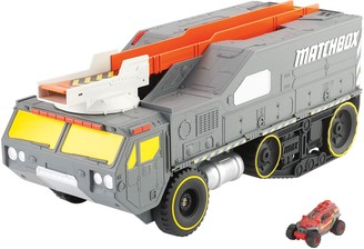 Mattel Matchbox Color Changers Meteor Hauler Play Set