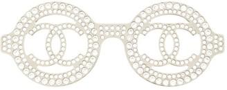Chanel Pre Owned 2017 Rhinestone Glasses Motif Brooch