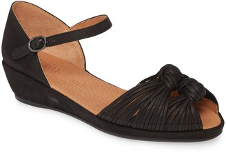 Gentle Souls by Kenneth Cole Lily Knot Sandal