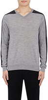 Vince MEN'S CONTRAST-INSET V-NECK SWEATER-LIGHT GREY SIZE S