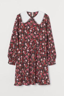 H&M Large-collared Dress