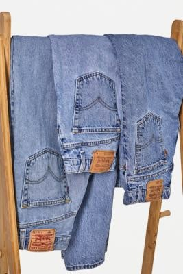 Urban Renewal Vintage Mid-Wash Levi's Jeans - Blue XS at Urban Outfitters