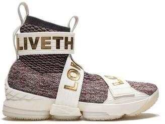 Nike Lebron XV LIF sneakers