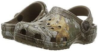 Crocs Classic RealTree Edge Clog (Toddler/Little Kid) (Walnut) Kids Shoes