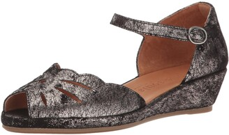 Gentle Souls by Kenneth Cole Women's Lilly Moon Wedge Sandal