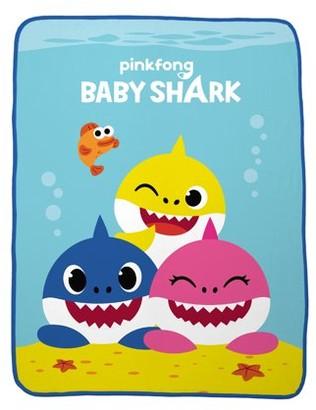 Pinkfong Baby Shark Plush Throw, Kids Bedding, 46 x 60, Shark Friends
