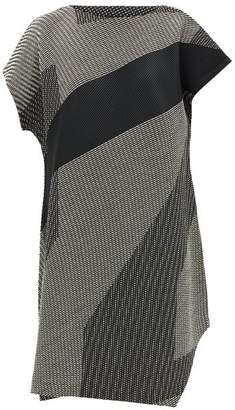 Issey Miyake Sashiko Asymmetric-hem Technical-pleated Dress - Womens - Black White