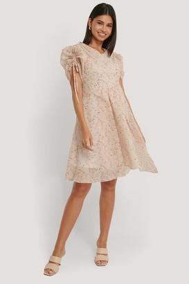 NA-KD Asymmetric Flowy Dress