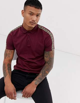 Asos Design DESIGN polo shirt with geo taping in burgundy-Red