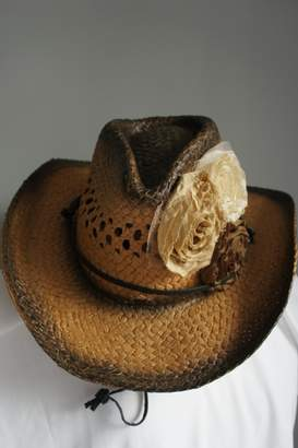 Olive & Pique Two-Tone Fabric-Flower Hat