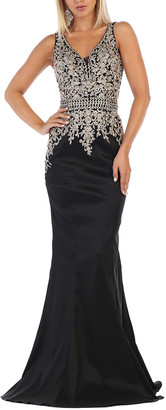 MayQueen Women's Special Occasion Dresses Black - Black & Silver Lace Embroidered V-Neck Sleeveless Gown - Women