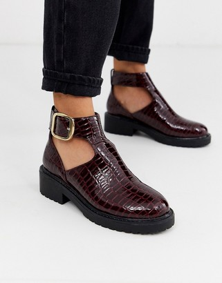 London Rebel cut out flat chunky ankle boots in burgundy croc