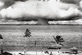 Poster Revolution Atomic Bomb (Mushroom Cloud) Art Poster Print - 24x36