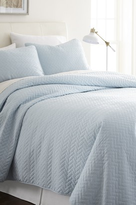 IENJOY HOME Home Spun Premium Ultra Soft Herring Pattern Quilted Full/Queen Coverlet Set - Pale Blue