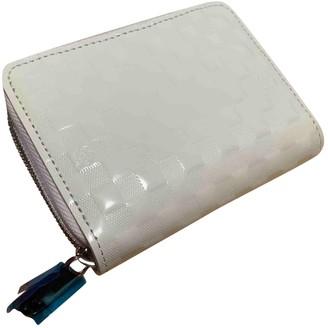 Louis Vuitton Zippy White Patent leather Purses, wallets & cases