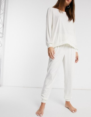 Chelsea Peers recycled poly super soft fleece lounge sweat and jogger set in cream