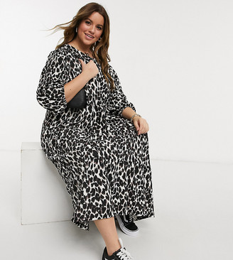 Only Curve midi smock dress with tiering in bold animal print
