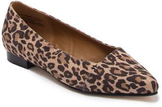 Susina Leesa Pointed Toe Flat
