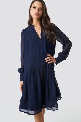 NA-KD V-Neck Flowy Chiffon Dress Black