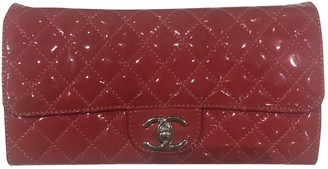 Chanel Timeless/Classique Red Patent leather Clutch bags