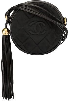 Chanel Pre Owned 1989-1991 Quilted Round Fringe Crossbody Bag