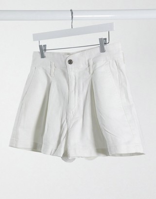 American Eagle highest rise mom short in white wash