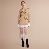 Burberry The Kensington - Short Heritage Trench Coat , Size: 04, Yellow