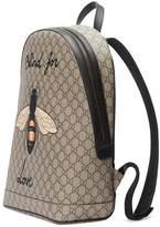 gucci bee print gg supreme backpack herren. Black Bedroom Furniture Sets. Home Design Ideas