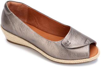 Gentle Souls By Kenneth Cole Luci Easy Open Metallic Leather Wedge Sandal