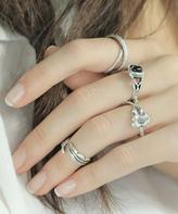 Nautilus Black & Silvertone Leaf Ring Set