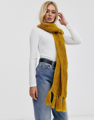 Pieces chunky cable knitted scarf in mustard