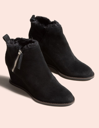 Dolce Vita Gabby Black Suede Womens Wedge Booties