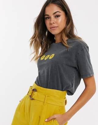 New Look sunflower logo tee in grey acid wash