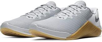 Nike Metcon 5 (Wolf Grey/Wolf Grey/White/Gum Medium Brown) Athletic Shoes