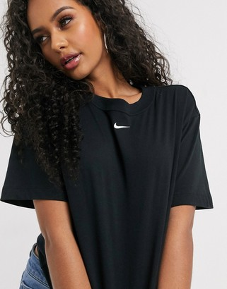 Nike central swoosh oversized boyfriend t-shirt in black