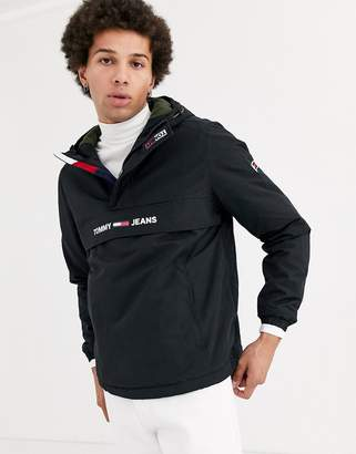 Tommy Jeans padded overhead jacket in black with small chest logo