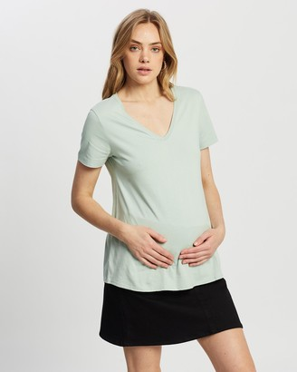 Isabella Oliver The Maternity V Neck Tee