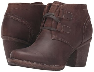 Clarks Carleta Lyon (Brown Oiled Nubuck) Women's Boots
