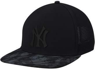 New York Yankees Unbranded Men's Under Armour Black Tonal Camo Trucker Snapback Adjustable Hat