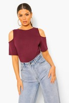 boohoo Yazzmin Basic Cold Shoulder Curved Hem Tee