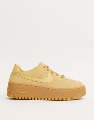 Nike beige With Gum Sole Air Force 1 Sage trainers-Cream