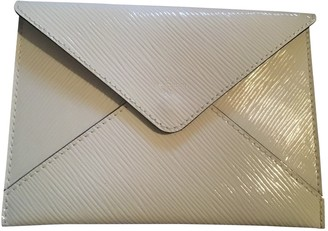 Louis Vuitton White Patent leather Clutch bags