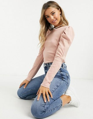Pieces long sleeve t-shirt with volume shoulder in pink
