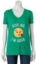 "Freeze Juniors' Kiss Me I'm Irish"" Emoji Graphic Tee"