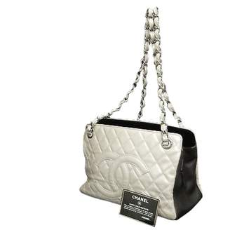 Chanel \N White Leather Handbags